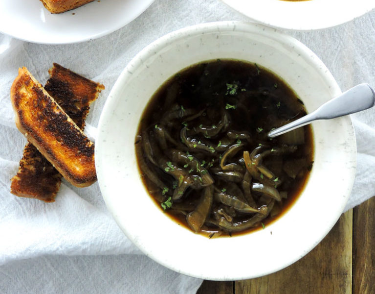 Slow Cooker Healthy French Onion Soup
